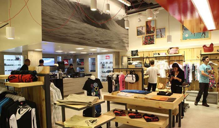 A empresa Quiksilver possui mais de 1.400 lojas próprias e franquias  espalhadas pelo mundo. No Brasil 6bdf701e98a