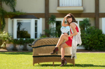 b5737e3c6e Atriz Maria Casadevall é a estrela da nova campanha da marca Dakota ...